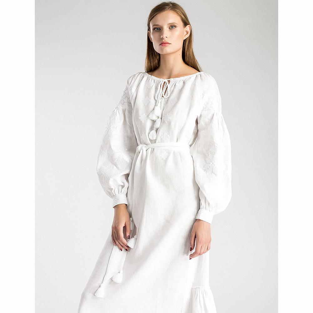 Белое платье Etnodim с белой вышивкой и кисточками