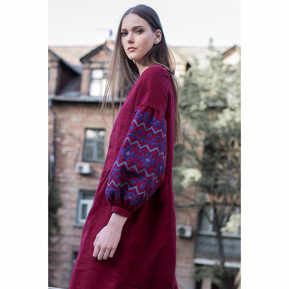 Бордовое платье Etnodim с вышивкой на рукавах