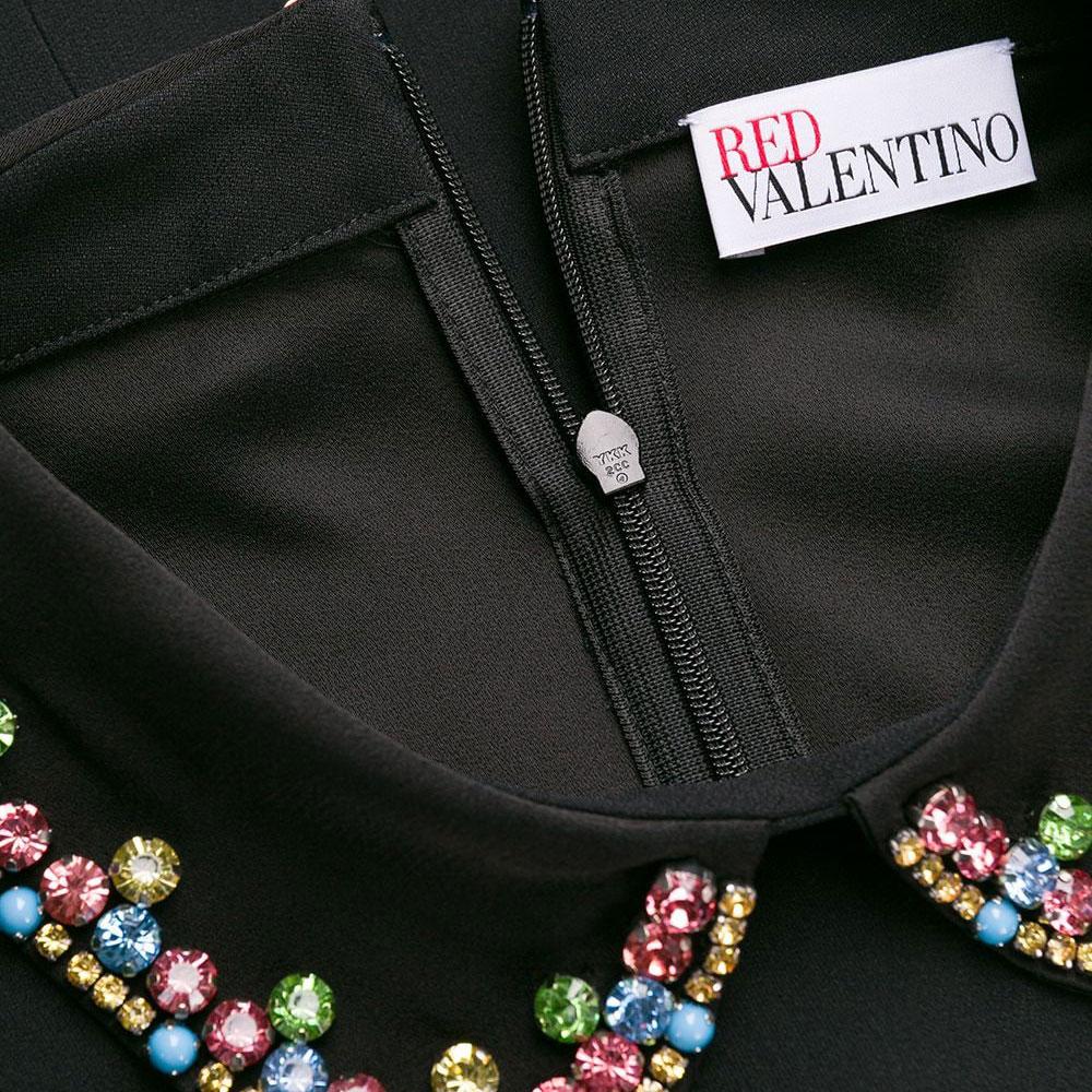 Черное платье Red Valentino с цветными камнями на воротнике