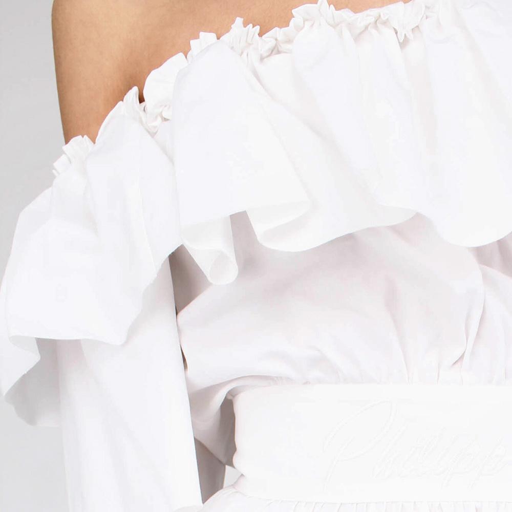 Белое платье Philipp Plein с воланами и открытыми плечами