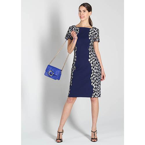 Платье DVF синего цвета с коротким рукавом и серым орнаментом, фото