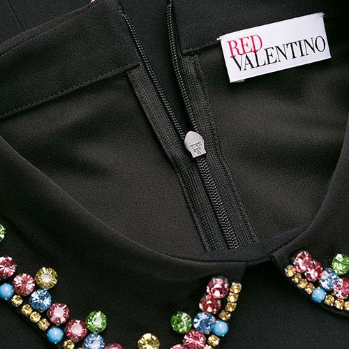 Черное платье Red Valentino с цветными камнями на воротнике, фото