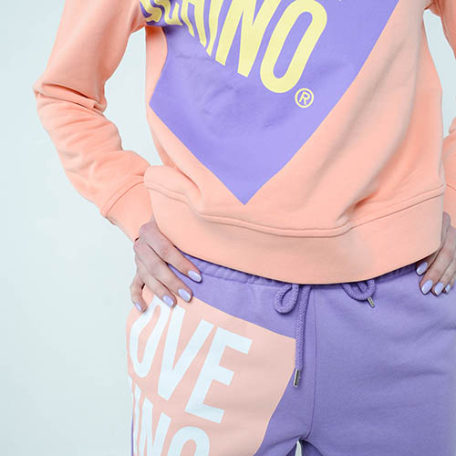 Свитшот Love Moschino с брендовым принтом, фото