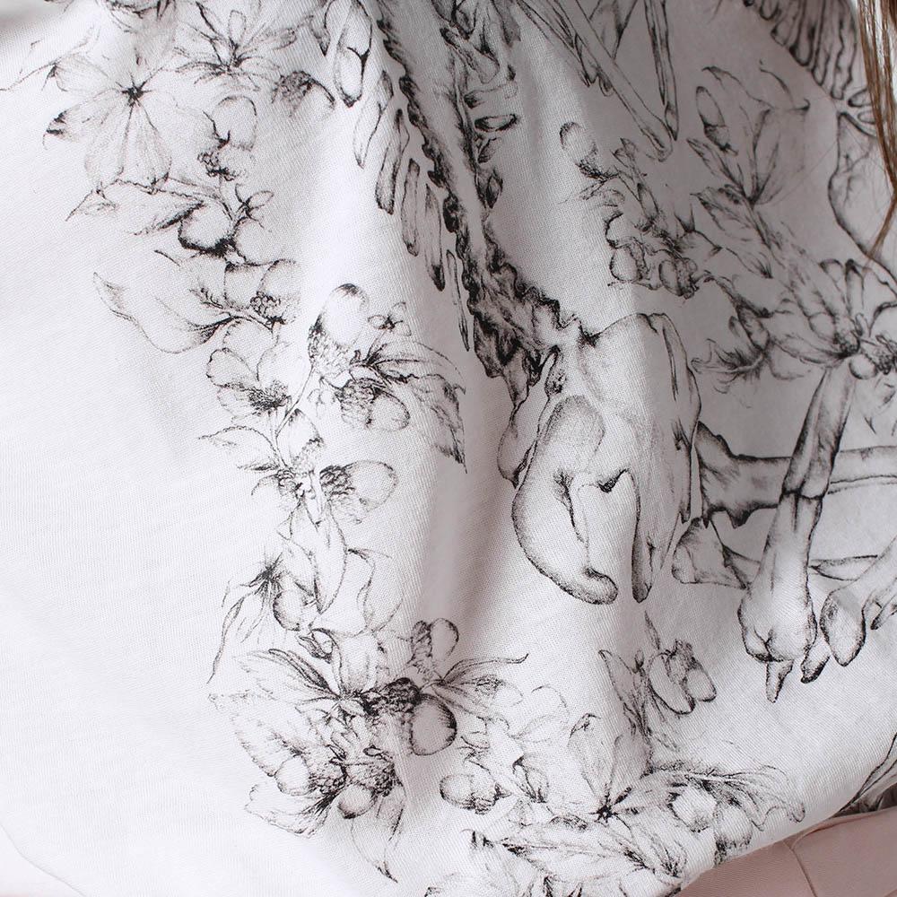 Майка Alexander McQueen белого цвета с черным принтом Скелеты