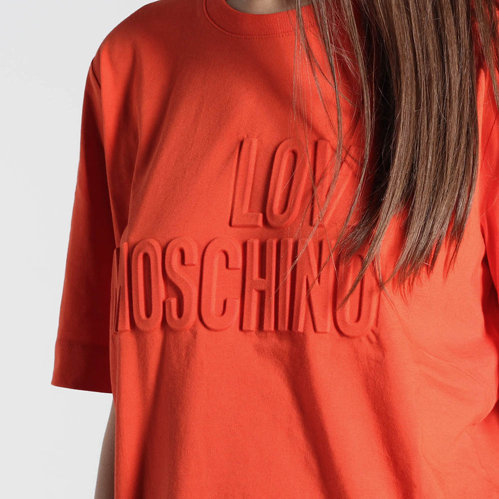 Футболка Love Moschino красного цвета с объемными буквами