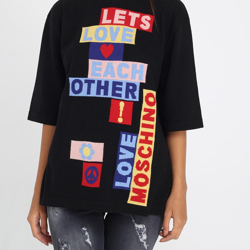 Черная футболка оверсайз Love Moschino с брендовой аппликацией
