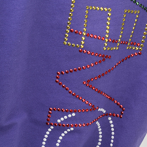 Фиолетовая футболка Love Moschino с аппликацией из страз, фото