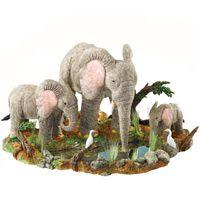 Слоны возле озера Enesco, фото