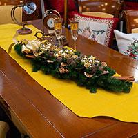 Рождественская декоративная композиция Villa Grazia с золотистым декором, фото