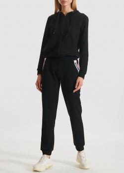 Черный костюм Moschino с белыми деталями, фото