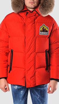 Красный пуховик Dsquared2 с брендовой нашивкой, фото
