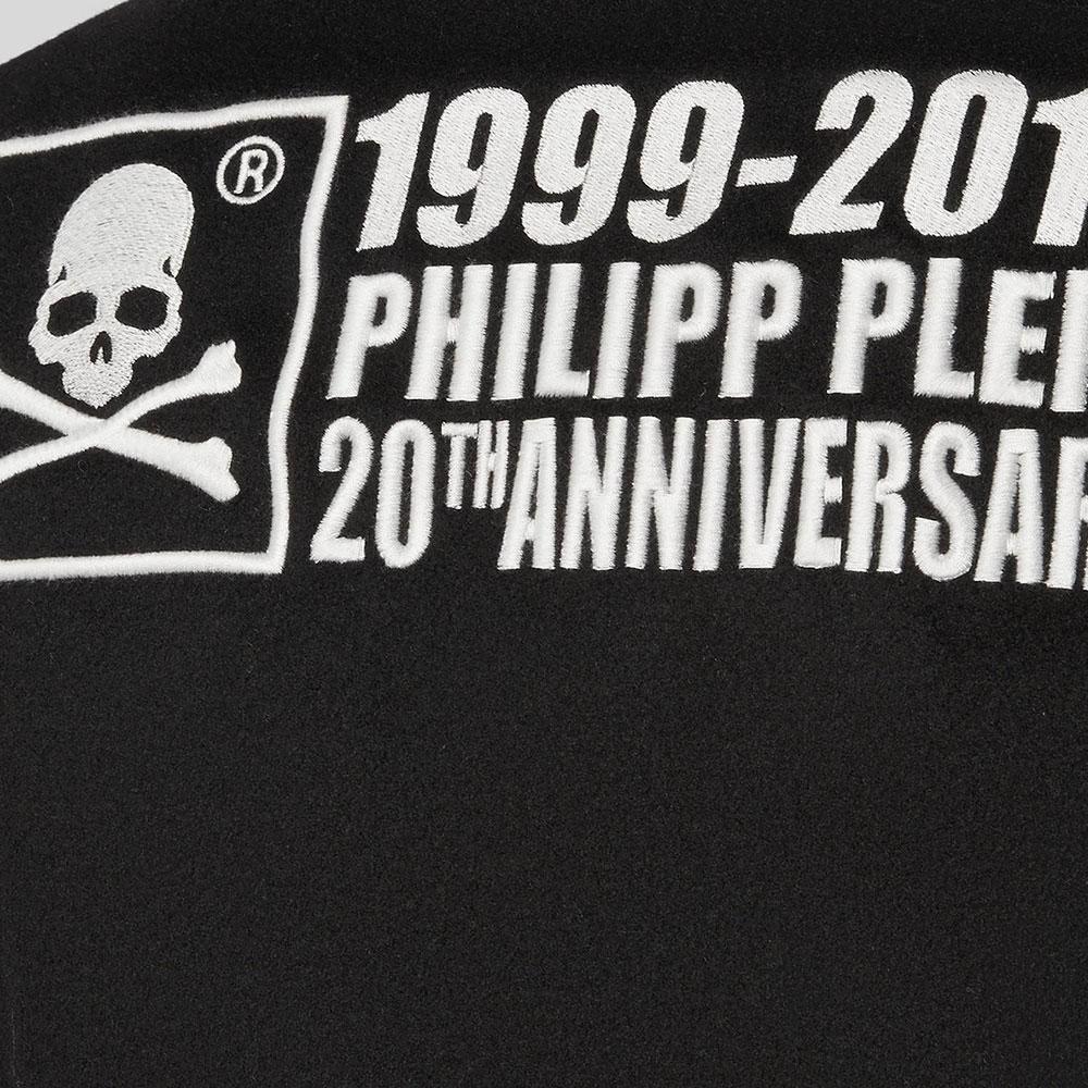 Черное пальто Philipp Plein Anniversary 20th с белой вышивкой