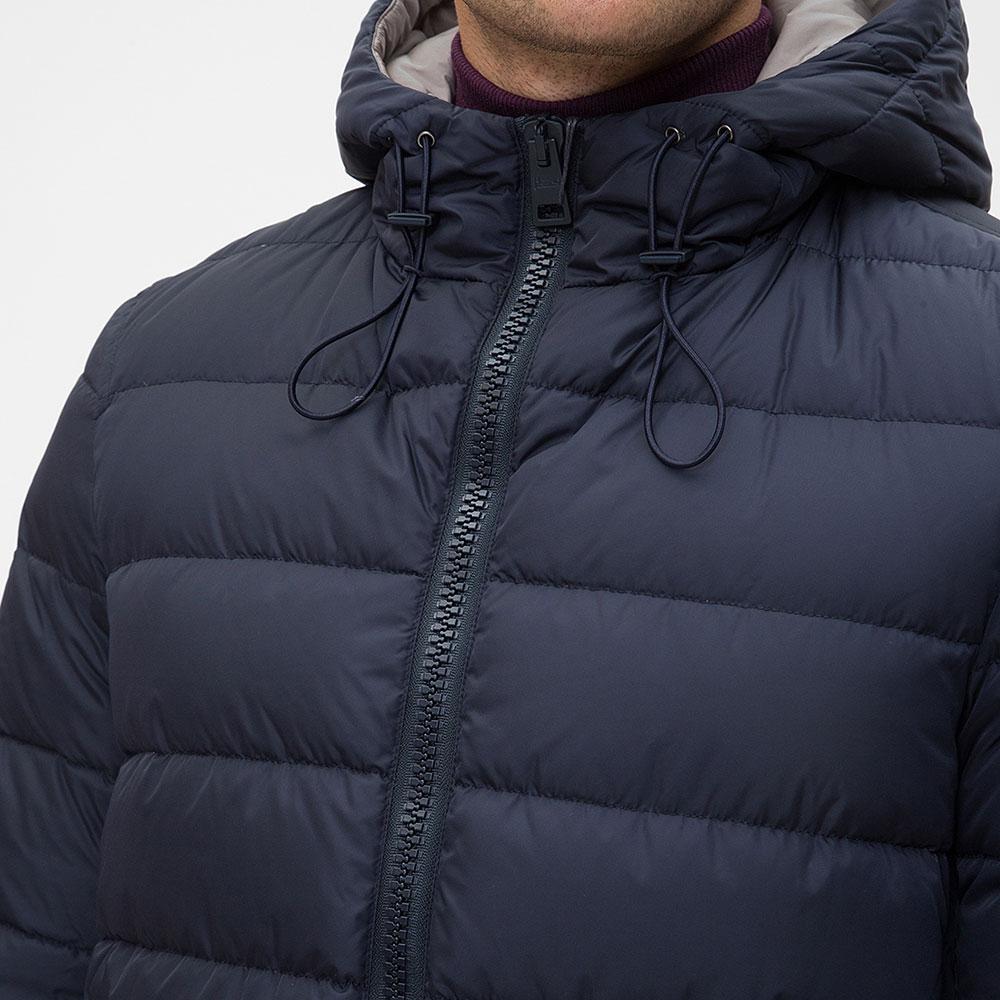Синий пуховик Herno с капюшоном