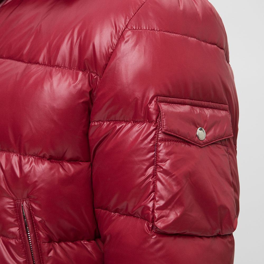 Куртка красного цвета Eleventy с накладным карманом на рукаве
