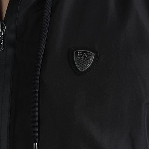 Черная ветровка Ea7 Emporio Armani с брендовым лого, фото