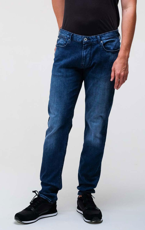 Синие джинсы Emporio Armani с лого на заднем кармане