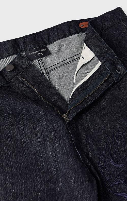 Темно-синие джинсы Emporio Armani с вышивкой-орлом, фото