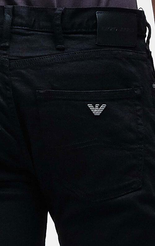 Черные джинсы Emporio Armani с брендовым декором, фото