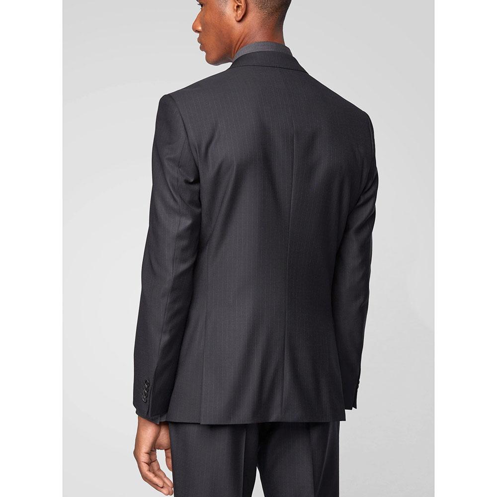 Черный костюм Hugo Boss в тонкую полоску