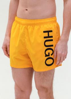 Желтые пляжные шорты Hugo Boss с надписью, фото