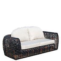 Двухместный диван Dynasty Skyline Design Dynasty с темной плетеной основой и светлыми подушками , фото