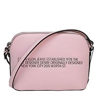 Розовая сумка Calvin Klein с надписью, фото