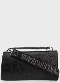 Черная сумка Calvin Klein с логотипом на ремне, фото