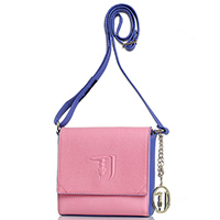 Розовая сумка Trussardi Jeans с синими вставками и с брендовым брелком, фото
