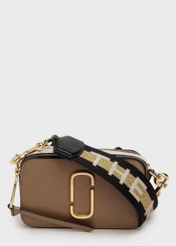 Коричневая сумка Marc Jacobs The Snapshot с надписью на ремне, фото