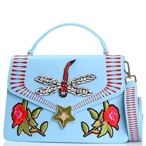Голубая сумка трапециевидной формы Tosca Blu Fly me с флористической вышивкой и стрекозой, фото