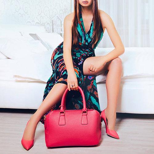 Женская малиновая сумка Fidelitti Chemire среднего размера из натуральной зернистой кожи, фото
