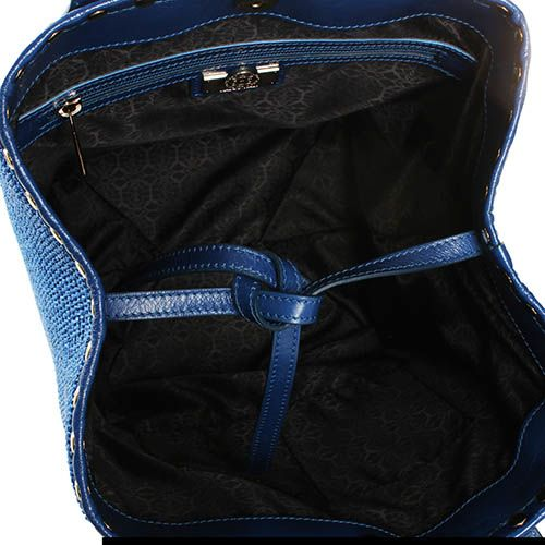 Сумка-шоппер Capoverso синего цвета с соломенным плетением и декором-заклепками, фото