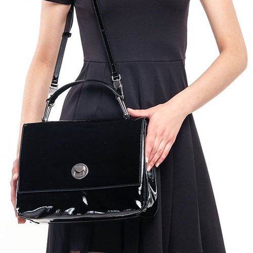 Лакированная сумка Coccinelle Liya Naplak черного цвета, фото