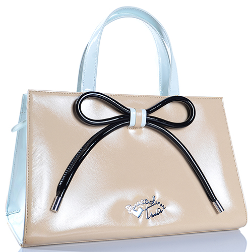 Бежевая лаковая сумка трапециевидной формы Braccialini Tuo с бантом, фото