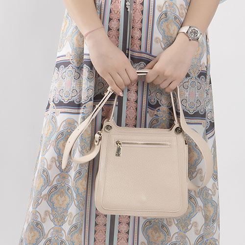 Пудровая сумка Gilda Tonelli на широком ремне, фото
