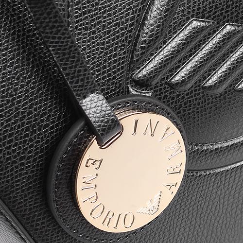 Черная сумка Emporio Armani с брендовым тиснением, фото