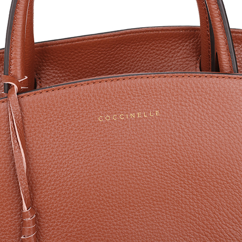 Сумка Coccinelle Concrete из зернистой кожи коричневого цвета, фото