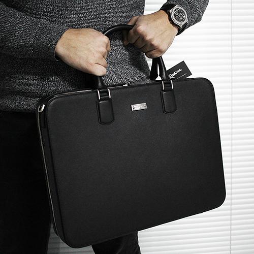 Черная кожаная сумка Montblanc Meisterstuck Selection с тиснением сафьяно, фото