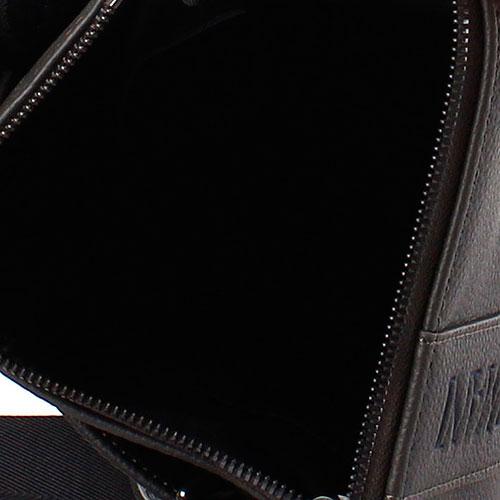 Серая сумка Emporio Armani из зернистой кожи с брендовой надписью, фото