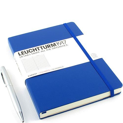 Средняя записная книжка Leuchtturm1917 синего цвета без разметки, фото