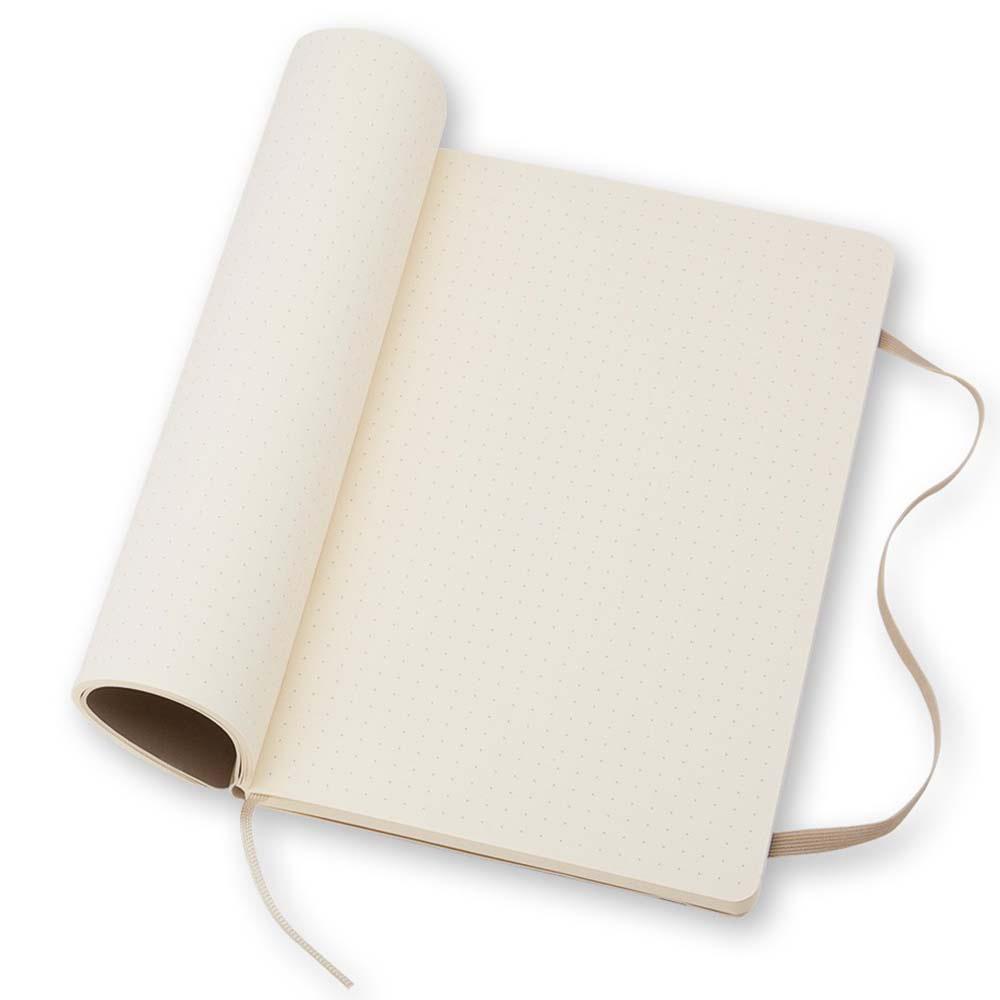 Блокнот средний Moleskine Classic бежевого цвета в точку