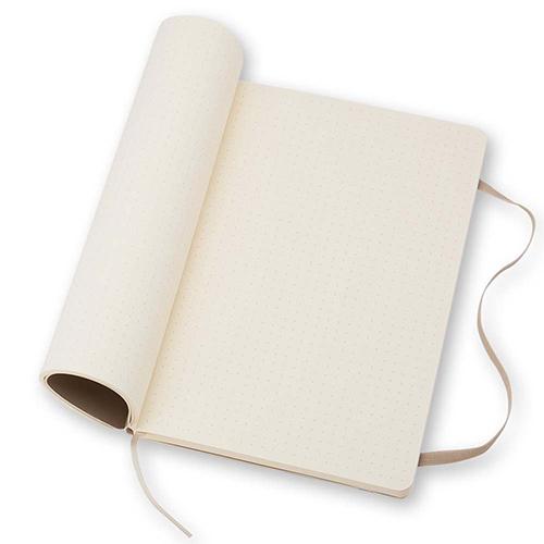 Блокнот средний Moleskine Classic бежевого цвета в точку, фото