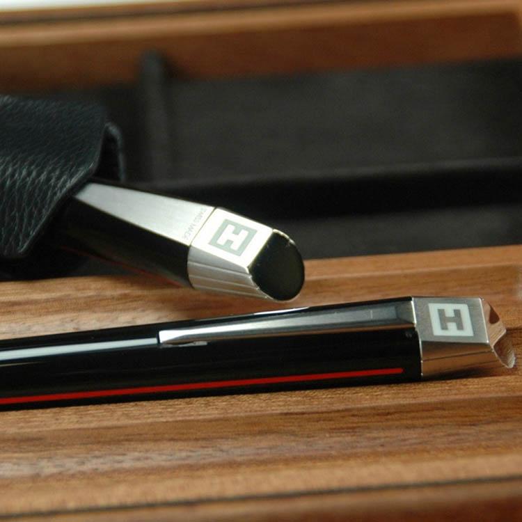 Гладкая черная ручка Edelberg Sloop с красной полосой