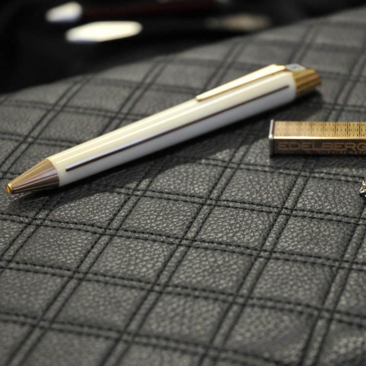Гладкая бежевая ручка Edelberg Sloop с позолотой