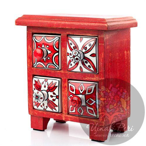 Красный комодик Gall and Zick на 4 ящичка со стилизованными цветочными изображениями, фото
