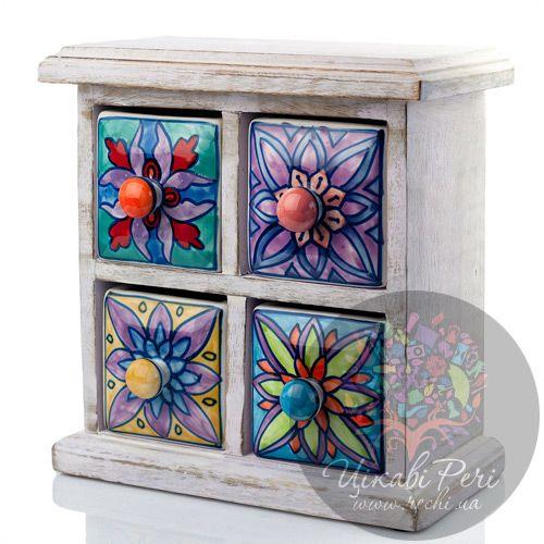 Белый комодик Gall and Zick на 4 ящичка со стилизованной росписью цветочной тематики, фото