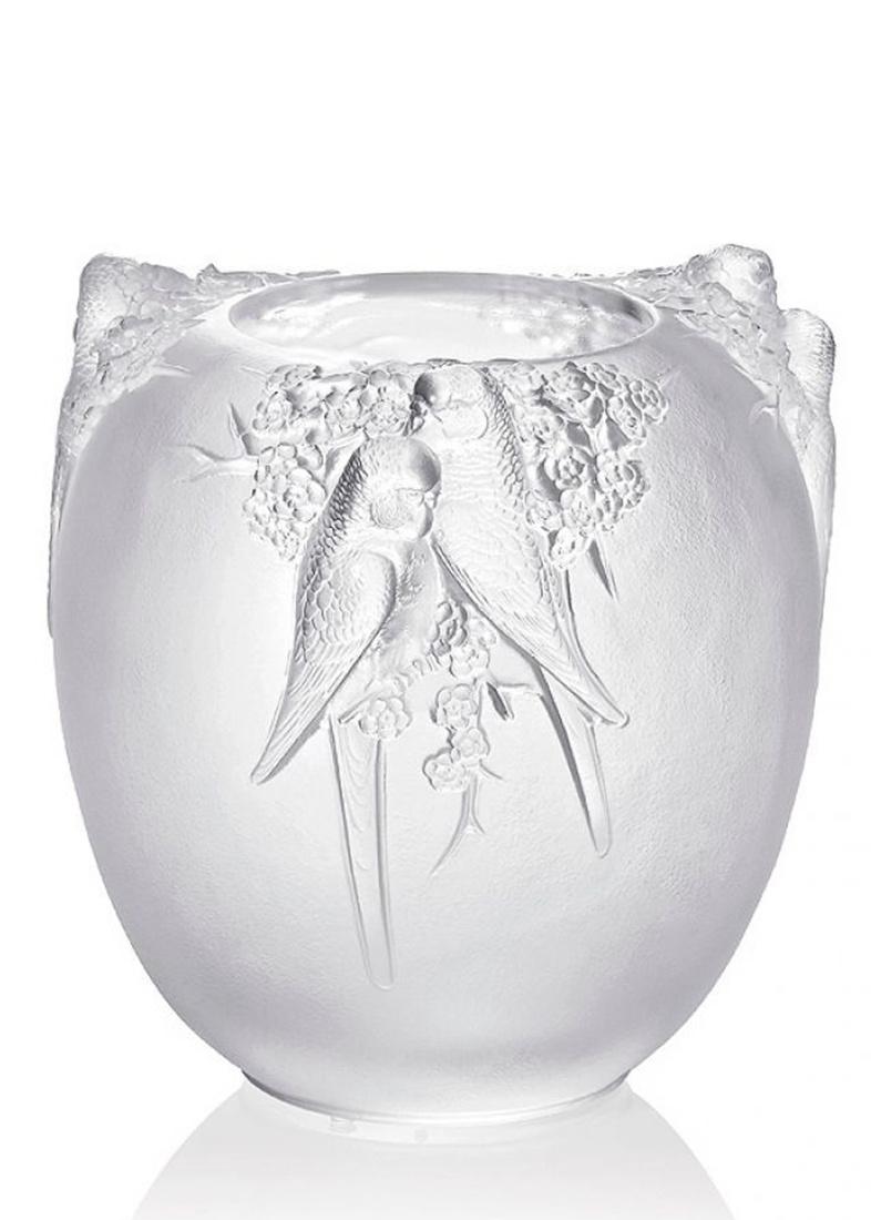 Хрустальная ваза Lalique Perruches с рельефным дизайном