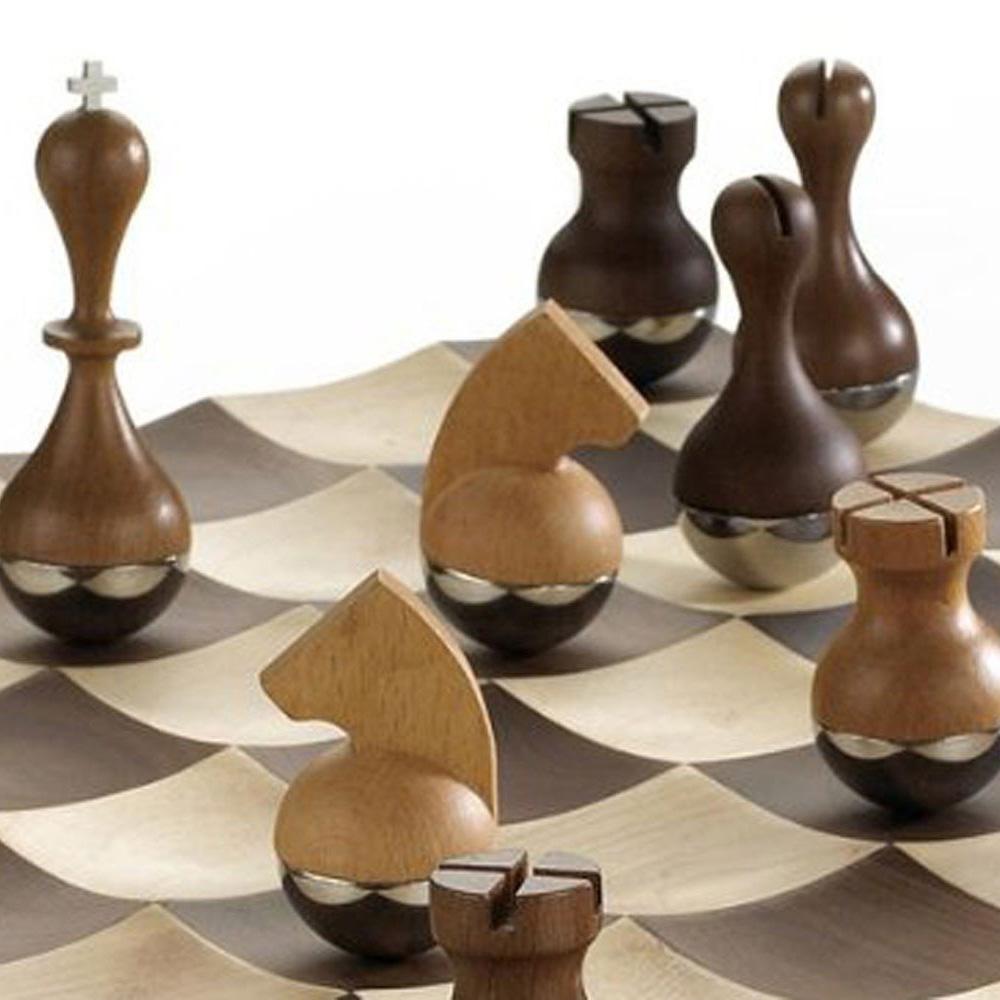 Шахматы Umbra Wobble с хромированными фигурами
