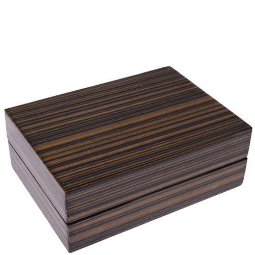Карты в темной деревянной коробке