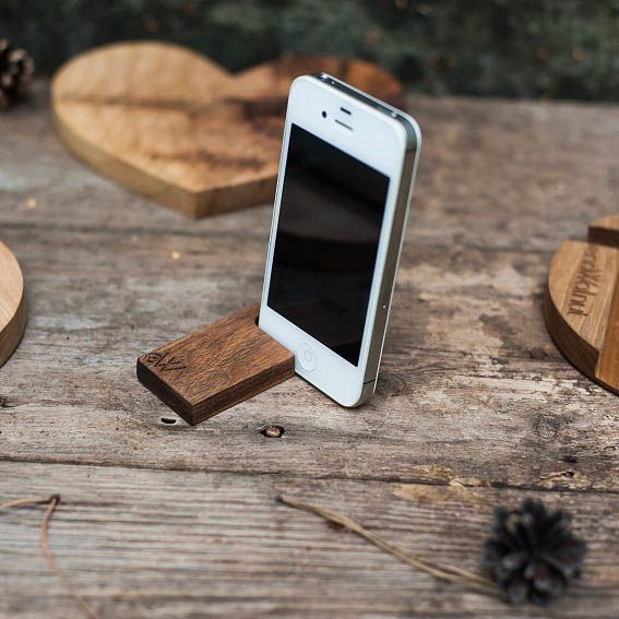 Минималистичная подставка под смартфон Ecowalnut из дерева